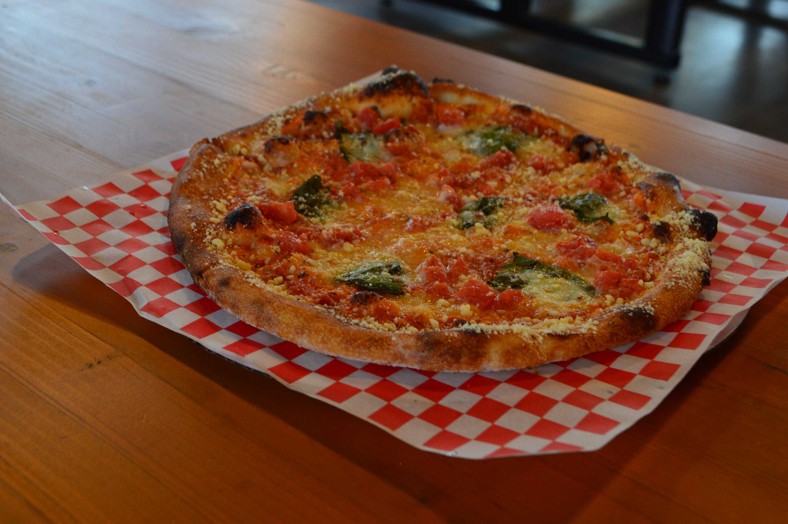 Margarita+pizza+from+the+Crust+Woodfire+Pizza+cart