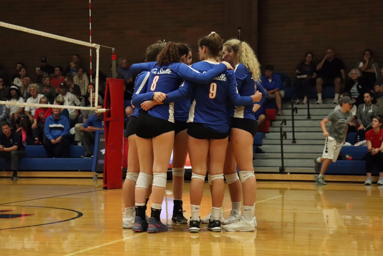 Queens+of+the+Court%3A+%2312+Girls+Varsity+Volleyball+Team+Heads+Towards+the+Playoffs
