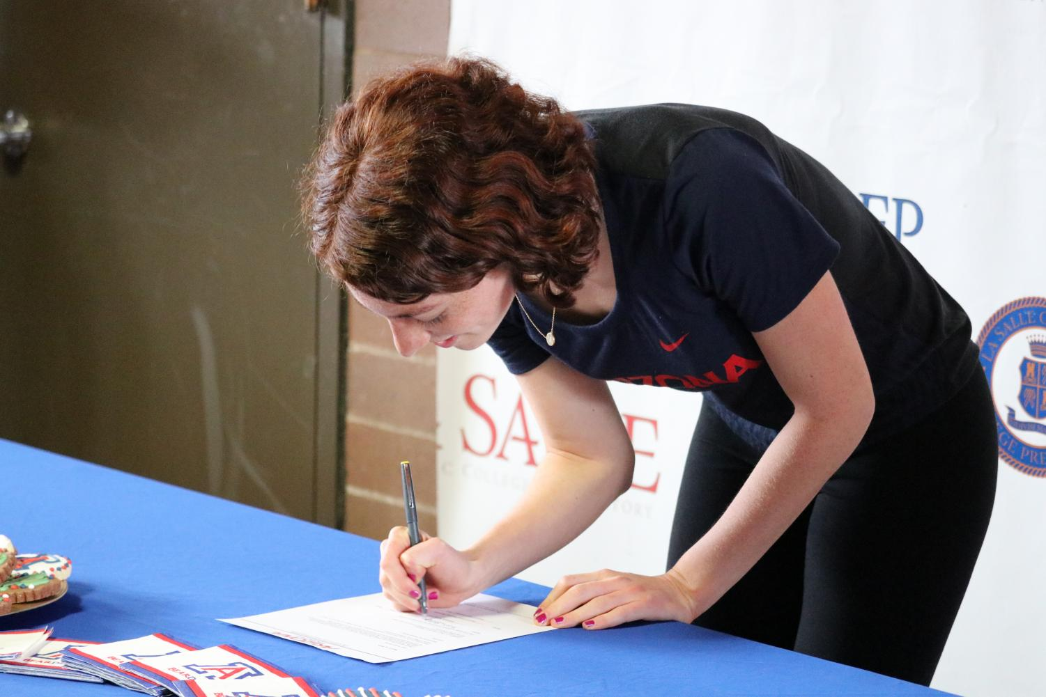 Hanley+signs+her+signature%2C+officially+committing+to+the+University+of+Arizona.