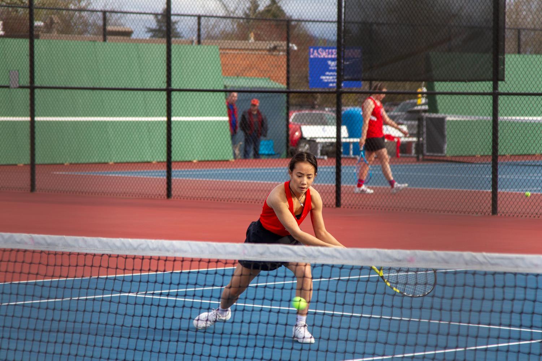 Senior+Makayla+Vu+heads+for+the+ball.