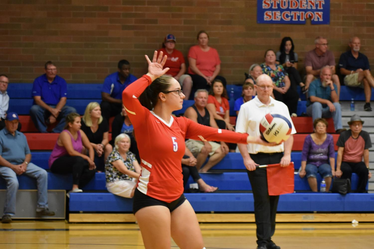 Senior+Ashley+Smith+playing+during+Thursday+night%27s+volleyball+game+against+St.+Helens.