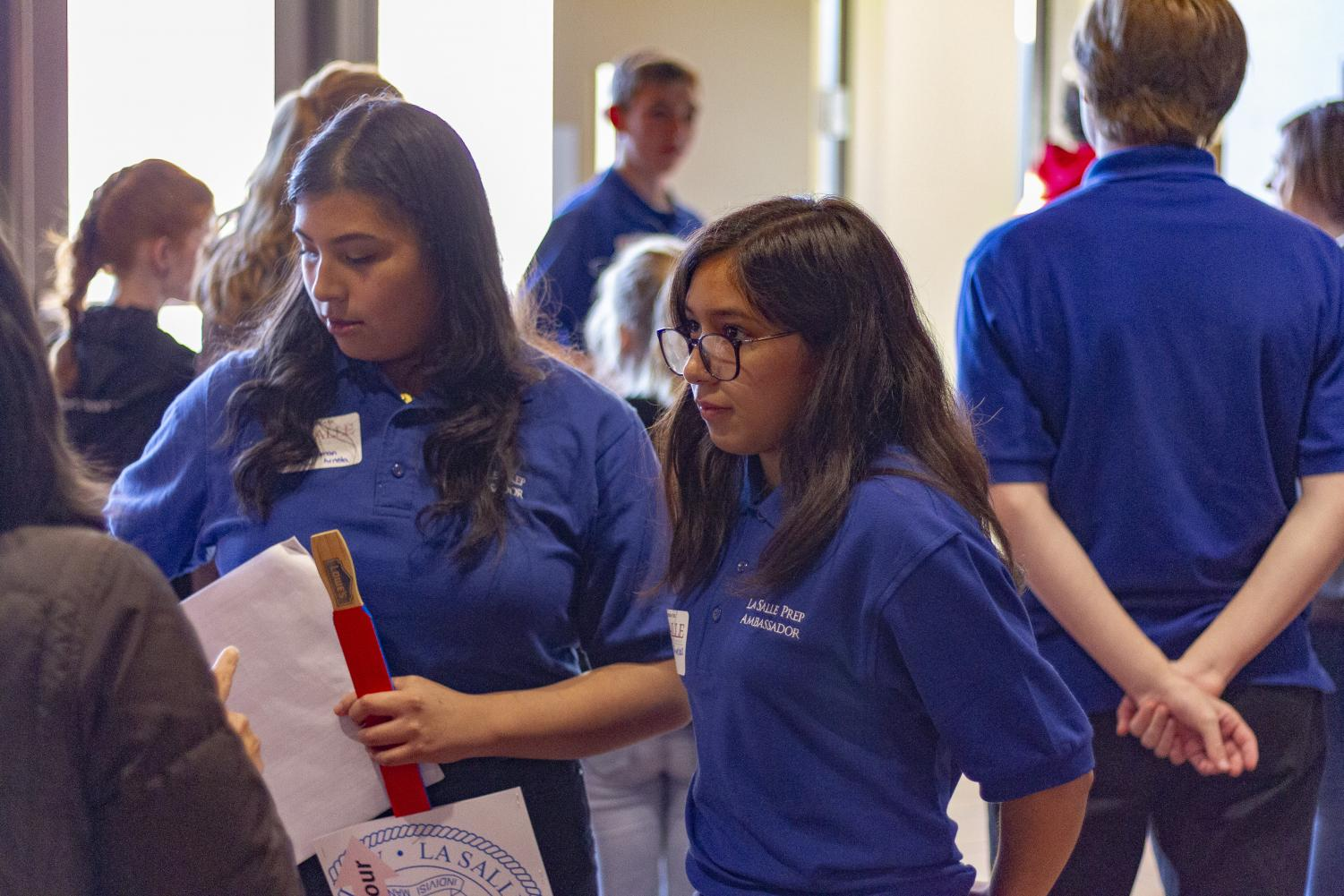 Student+ambassadors+give+tours+and+answer+questions.