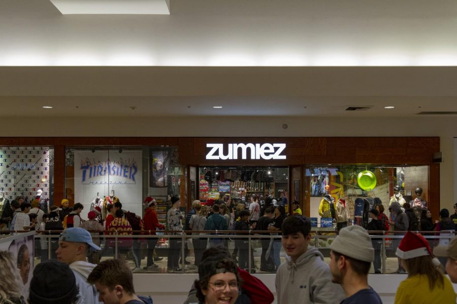 On Thursday, Dec. 12, YouTube celebrity Danny Duncan conducted a meet and greet at Zumiez inside of Clackamas Town Center.