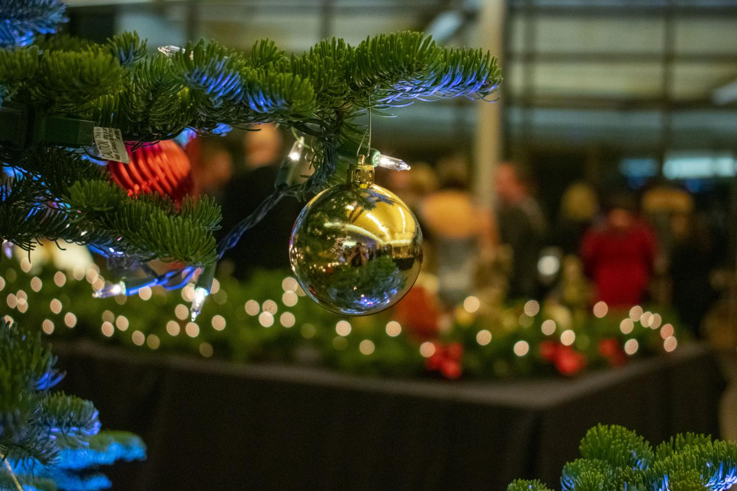 Yulefest+is+the+oldest+annual+social+fundraiser+at+La+Salle.+Donors+are+invited+to+taste+wine%2C+and+enjoy+a+buffet+dinner.