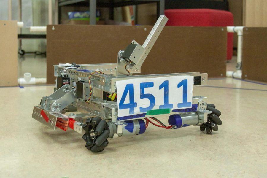 The+robotics+club%27s+robot+is+nicknamed+WALL-E.