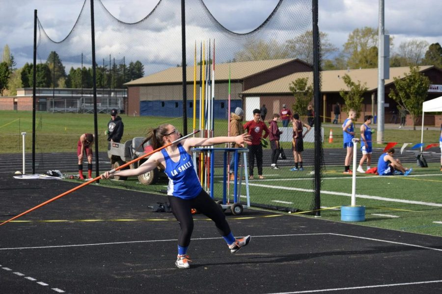 Senior+Ashley+Smith+has+broken+not+only+her+personal+record%2C+but+the+school+record+for+javelin+by+throwing+136%273%22.