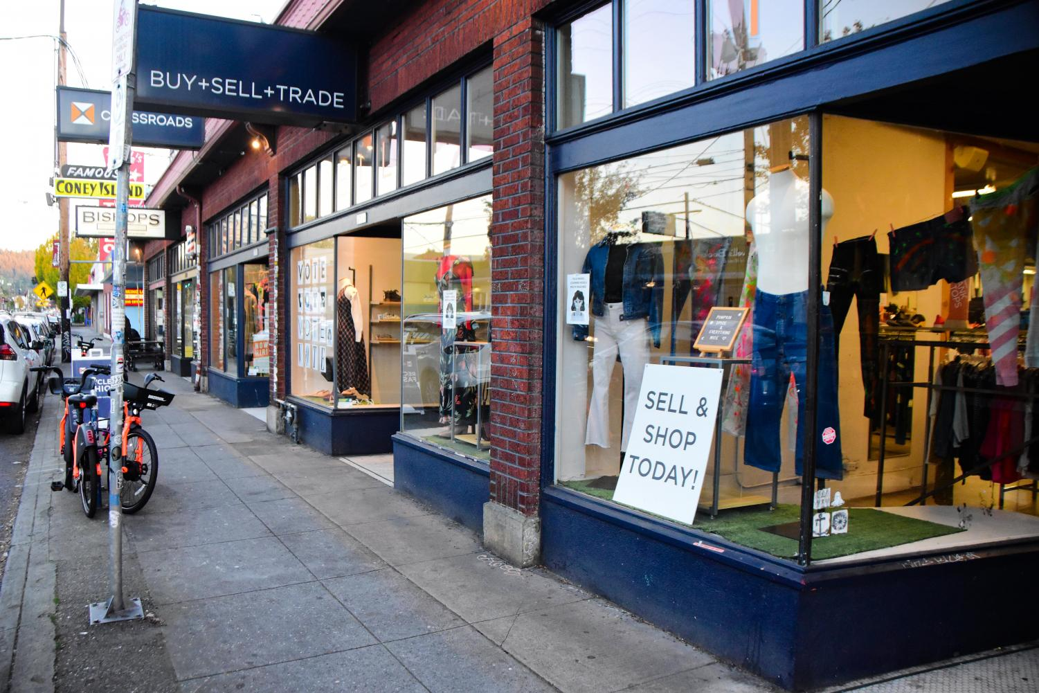 Shop+Local%3A+Six+Affordable+Vintage+Thrift+Stores+You+Need+to+Check+Out