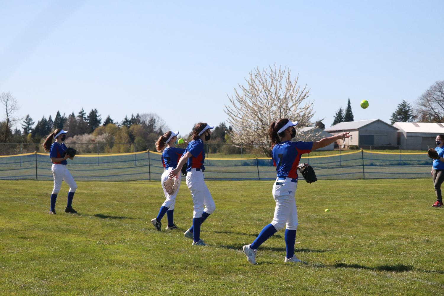 To+Kick+Off+the+Start+of+the+Season%2C+JV+Softball+Wins+Their+Second+Game+Against+Milwaukie