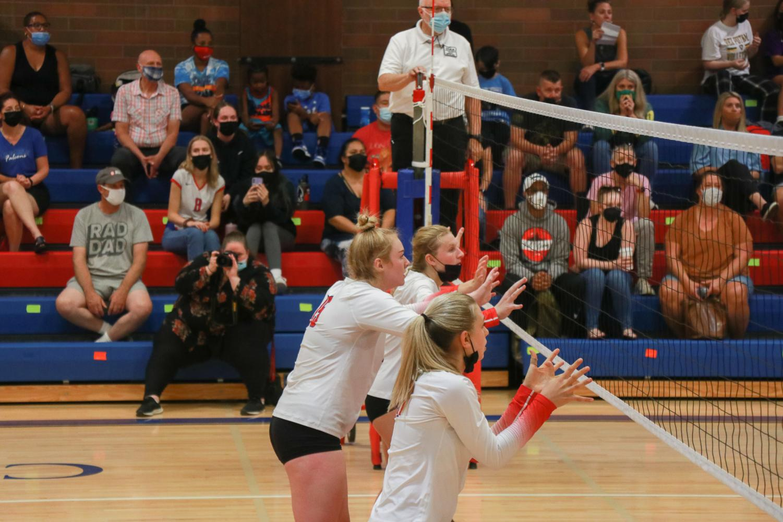 %234+Varsity+Volleyball+Wins+Against+%2328+Putnam+3-0